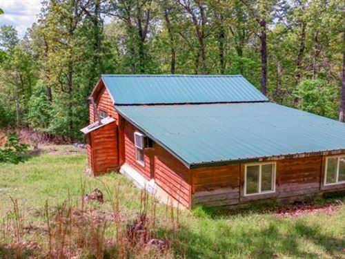 Cabin Crooked Creek & White River : Flippin : Marion County : Arkansas