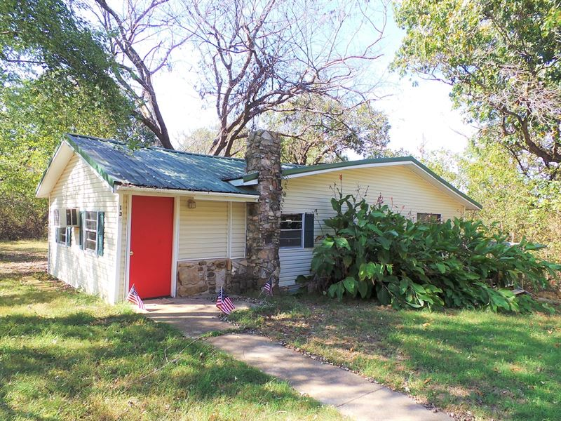 2 Homes In Yellville, Arkansas : Yellville : Marion County : Arkansas