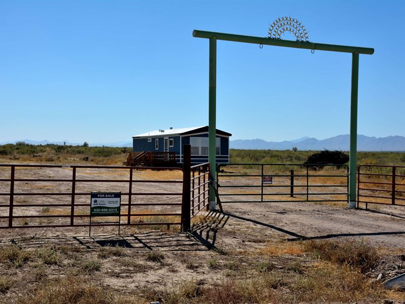 Livestock Acreage Bunk House South : McNeal : Cochise County : Arizona
