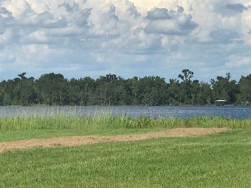 11.99 Acres On Private Lake : Live Oak : Suwannee County : Florida