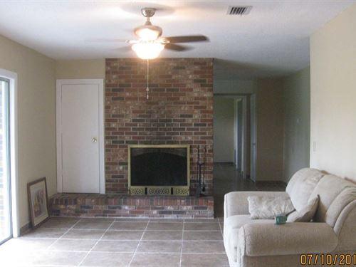 Spacious Brick Home 5 Acres Live : Live Oak : Suwannee County : Florida