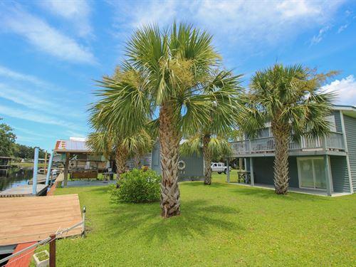 Suwannee, Florida Waterfront Home : Suwannee : Dixie County : Florida