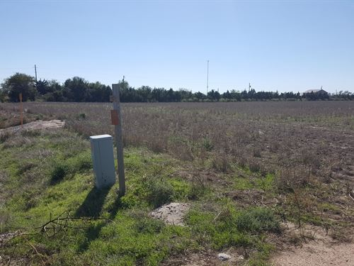 Residential Developmental Land : Holcomb : Finney County : Kansas