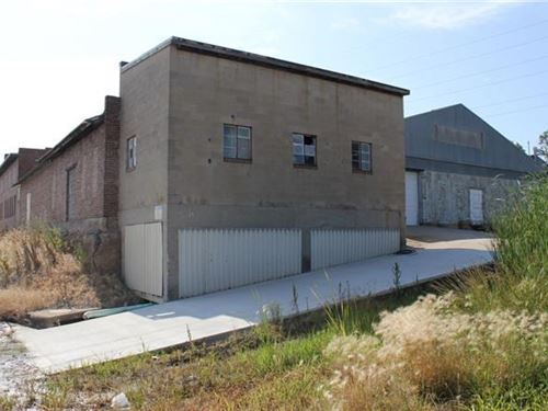 Commercial Warehouse & Office : Atchison : Kansas