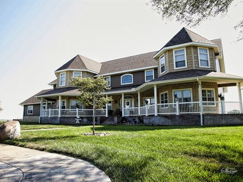 Country Home, 11 Acres, Cheyenne : Great Bend : Barton County : Kansas