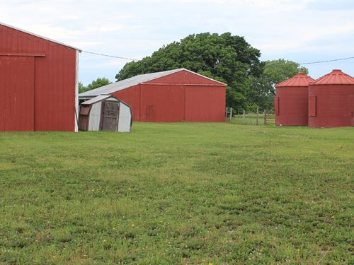 Cattle Pasture Farm Outbuildings : Williamsburg : Franklin County : Kansas