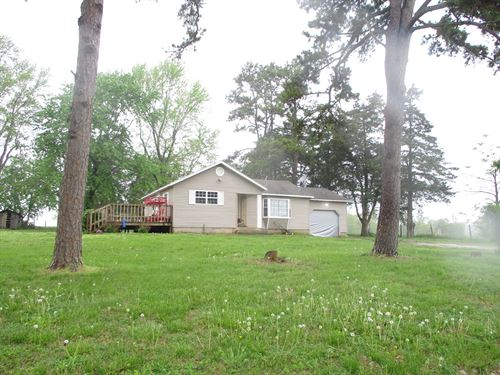 Missouri Ozarks Hobby Farm Home : Koshkonong : Howell County : Missouri