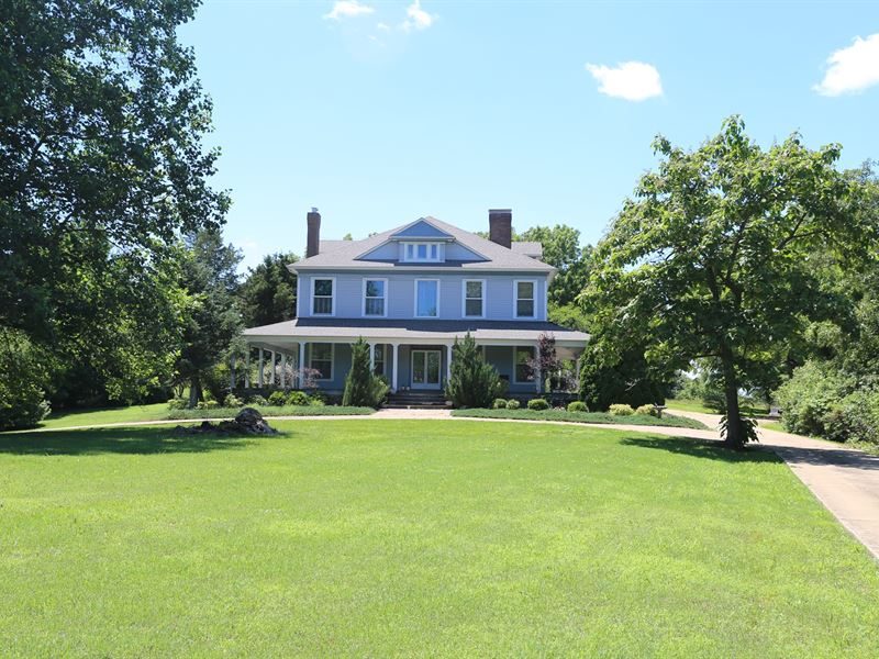 Historic Savannah-Style Victorian : West Plains : Howell County : Missouri