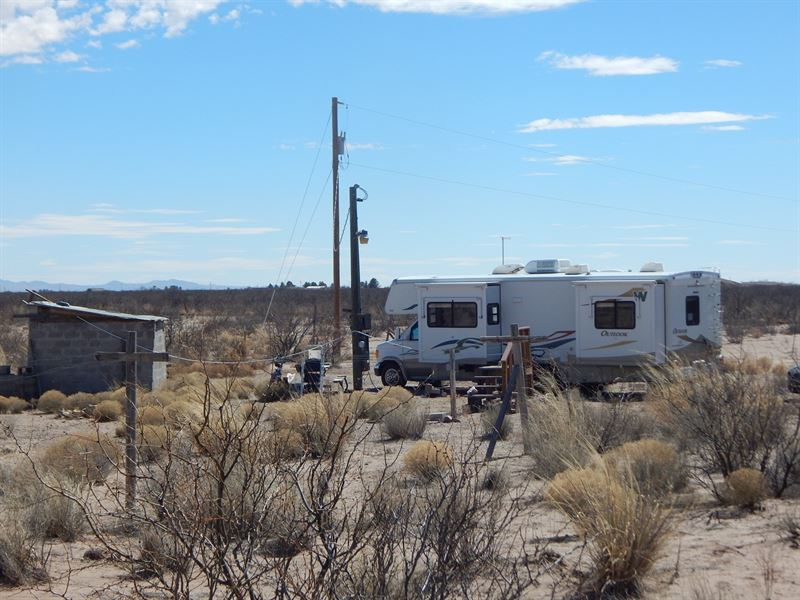 Land With Florida Mountain Views : Deming : Luna County : New Mexico