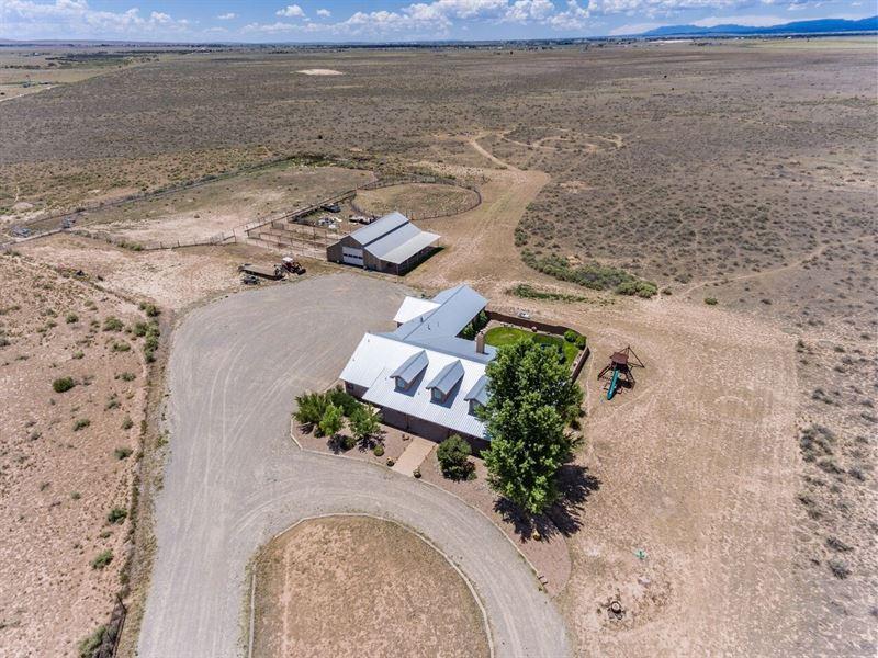 New Mexico Luxury Horse Property : Stanley : Santa Fe County : New Mexico