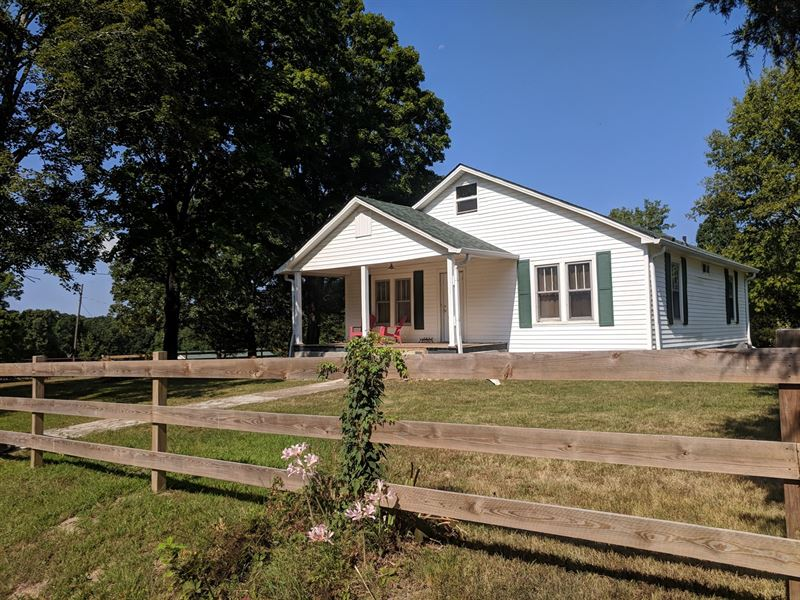 Farmhouse 5+ Acres Barn Fencing : Lyles : Hickman County : Tennessee