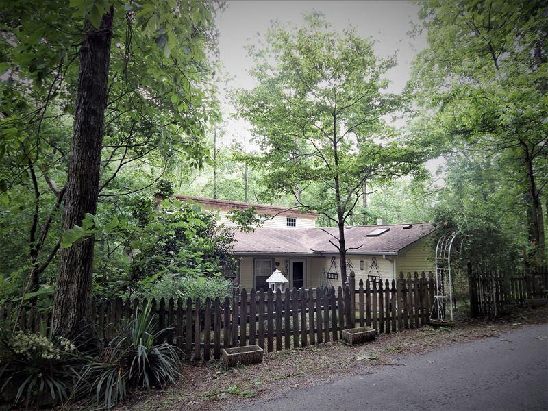 Country Home, Creek, 2.3 Wooded : Waynesboro : Wayne County : Tennessee