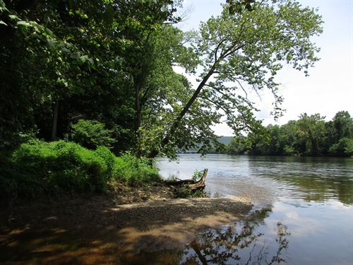 50 Acres With James River Frontage : Madison Heights : Amherst County : Virginia