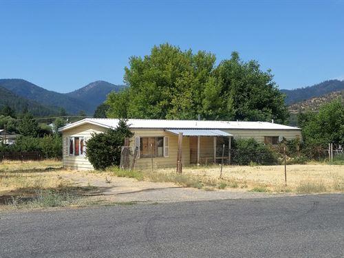 N, Ca, Siskiyou County.6 Acre Lot : Yreka : Siskiyou County : California