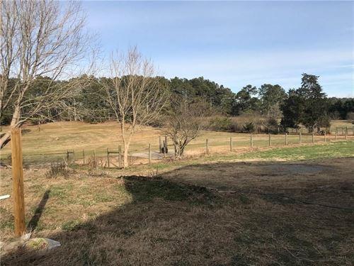 North GA Horse Property Barn Stalls : Talking Rock : Pickens County : Georgia