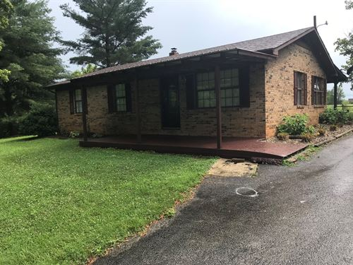 Brick Ranch Home 3 Acres Barn : Albany : Clinton County : Kentucky