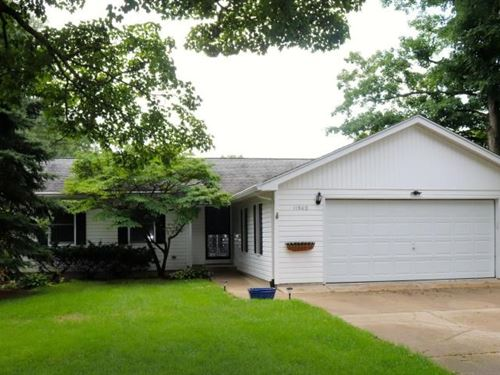 Large Home 1.44 Acres Gull Lake : Richland : Kalamazoo County : Michigan