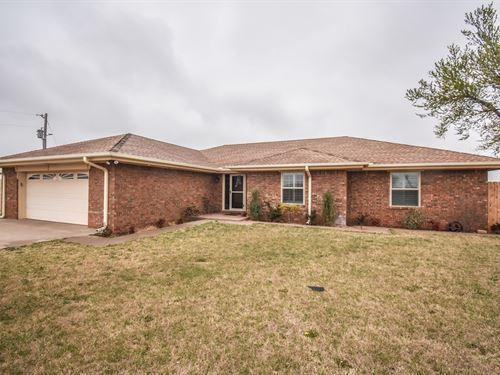 4 Bedroom 3 Bath Home 4 Acres 30X60 : Elk City : Beckham County : Oklahoma