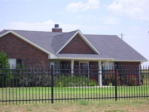 Country Home And Acreage For Sale : Sayre : Beckham County : Oklahoma
