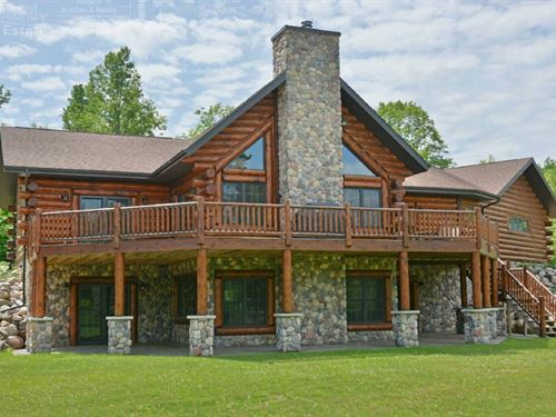 Extravagant Log Home Surrounded : Glidden : Ashland County : Wisconsin