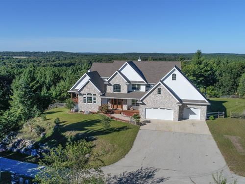 Large Upscale Home, Acreage : Waupaca : Wisconsin