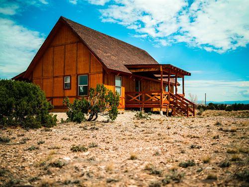 Utah Mountain Cabin Has Sweeping : Duchesne : Utah