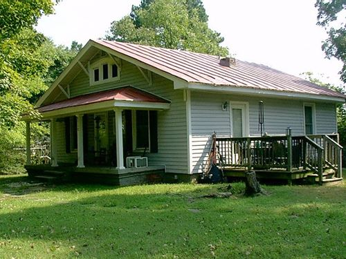 1920'S Bungalow With 10.22 Acres : Victoria : Lunenburg County : Virginia