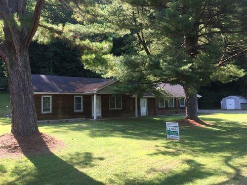 Farm And Home For in Kentucky : Columbia : Adair County : Kentucky
