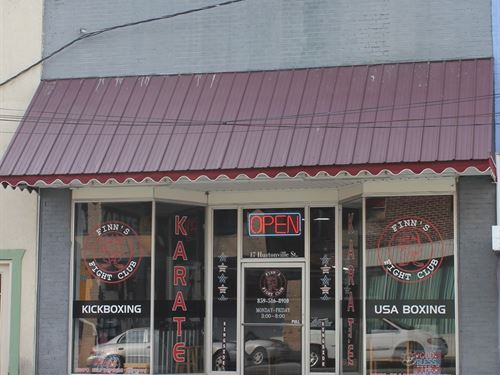 Commercial Building Sits Heart : Liberty : Casey County : Kentucky