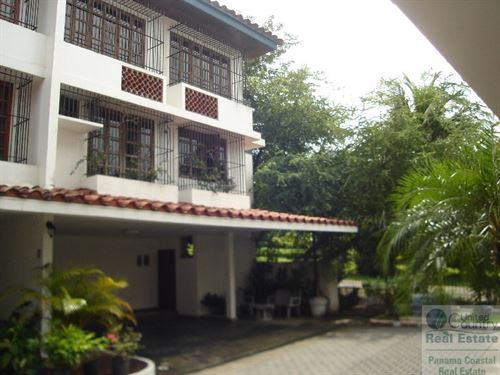 3 Bedroom Home Direct Access To : City : Panama