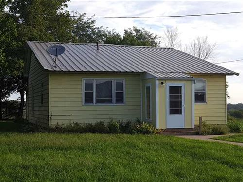 Farmhouse And 5 Acres Cedar County : Stockton : Cedar County : Missouri
