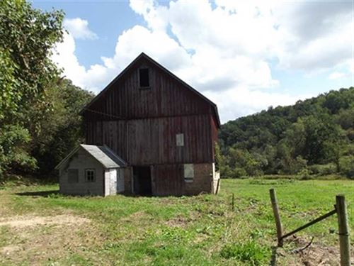 41 Acres Secluded Farmstead, South : Highland : Iowa County : Wisconsin