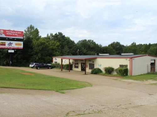 High Traffic Commercial Building : Palestine : Anderson County : Texas