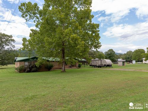 Home Arkansas With Small Acreage : Boles : Scott County : Arkansas