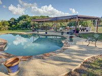 Property Created For Entertaining : Smithville : Bastrop County : Texas