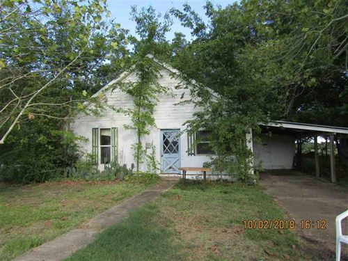 Land With Highway Frontage And Home : Clarksville : Red River County : Texas