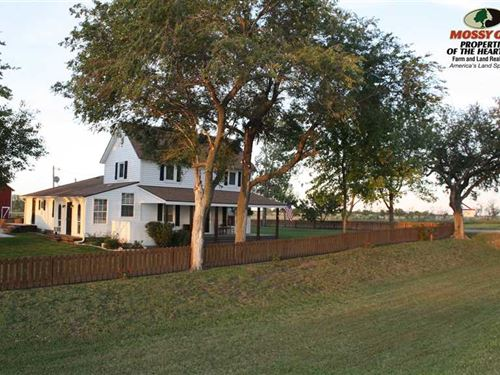 Picturesque Country Home : Erie : Neosho County : Kansas