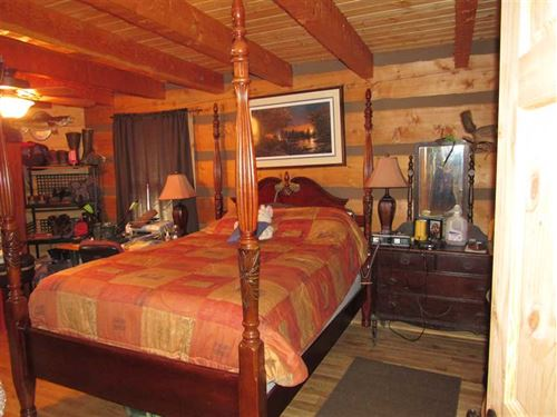 Appalachian Log Home on 76 Acres : Sneedville : Hawkins County : Tennessee