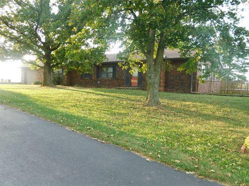 Large Ranch Home Sits 13 Acres M/L : Atchison : Kansas