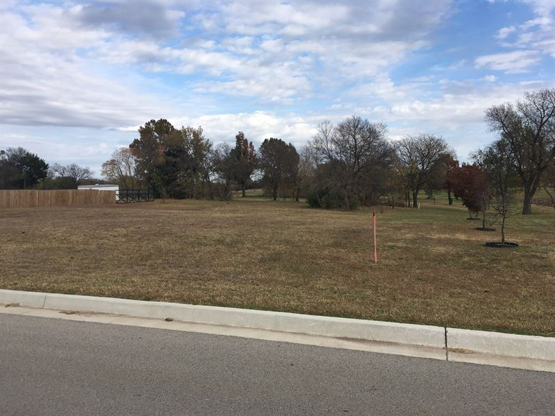 Building Lot, Back Yard Joins Golf : Perry : Noble County : Oklahoma