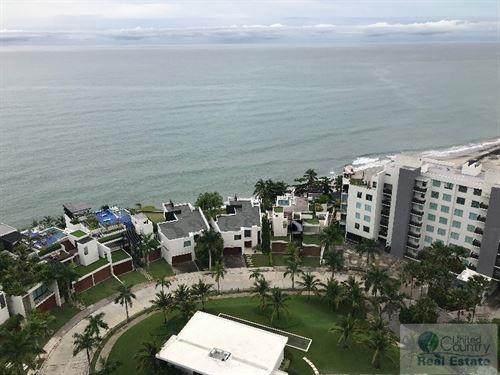 Luxury Beach Front Condo Rio Mar : Rio Mar : Panama