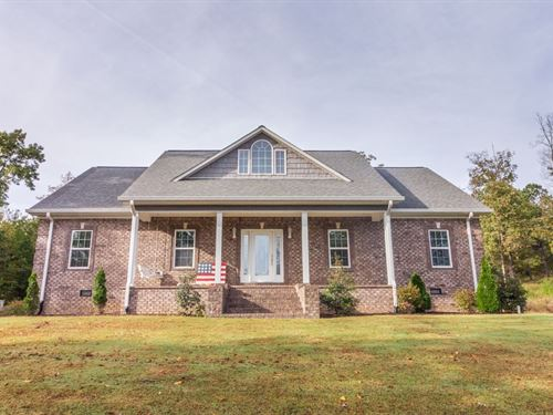 Beautiful Custom Brick Over 7 Acres : Selmer : McNairy County : Tennessee