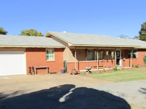 Brick Home With 10 Acres : Enid : Garfield County : Oklahoma