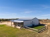Nice Farmhouse On 4 Acres : Stephenville : Erath County : Texas