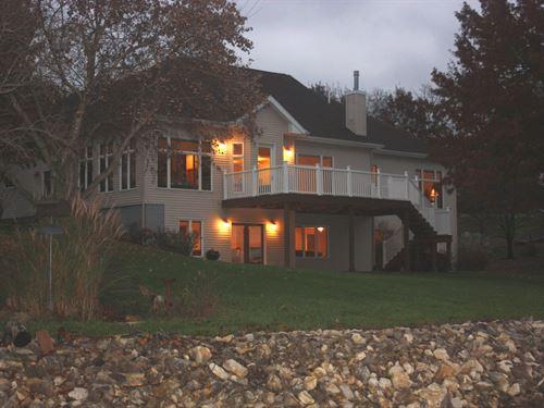 Gorgeous Executive Waterfront Home : Unionville : Putnam County : Missouri