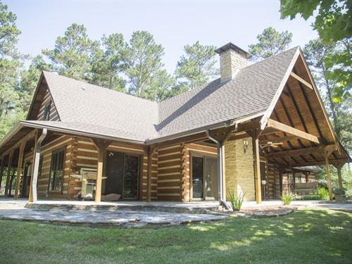 40 Acres Lufkin Log Cabin : Lufkin : Angelina County : Texas