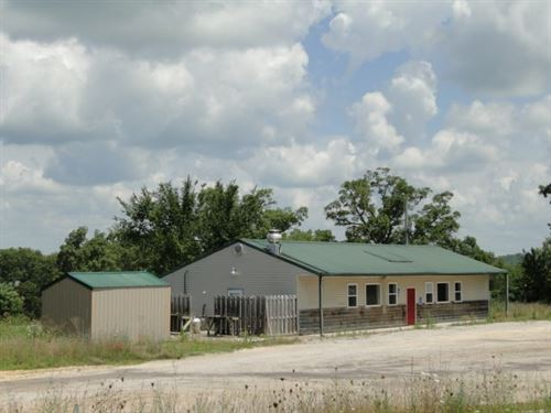 Land Commercial Building Barn : Ava : Douglas County : Missouri