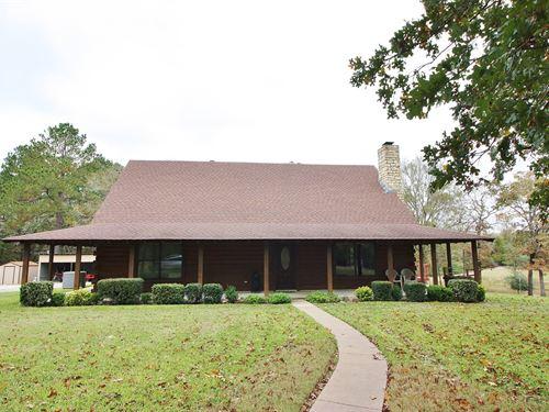 Beautiful Log Home Freestone : Oakwood : Freestone County : Texas