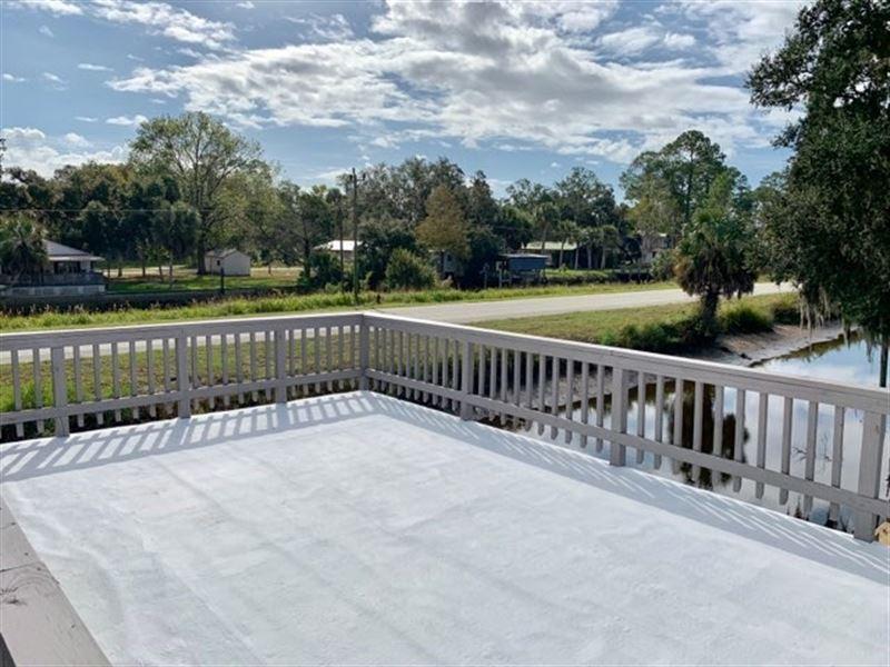 Suwannee Florida Waterfront Home : Suwannee : Dixie County : Florida