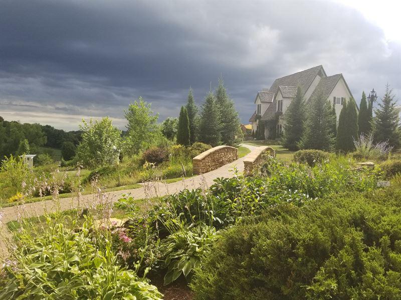 Turnkey Wisconsin Cottage, Winery : Menomonie : Dunn County : Wisconsin